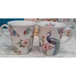 Tea cup set with peacock motif